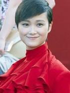 李宇春红袍霸气
