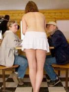 实拍美国裸身服务咖啡店