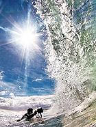 惊艳!拍摄阳光下的绝美海浪