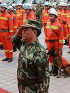 消防官兵驰援雅安地震灾区