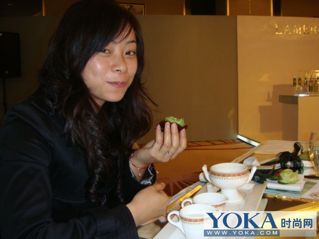 美女吃相注明:燕窝和绿茶小甜点
