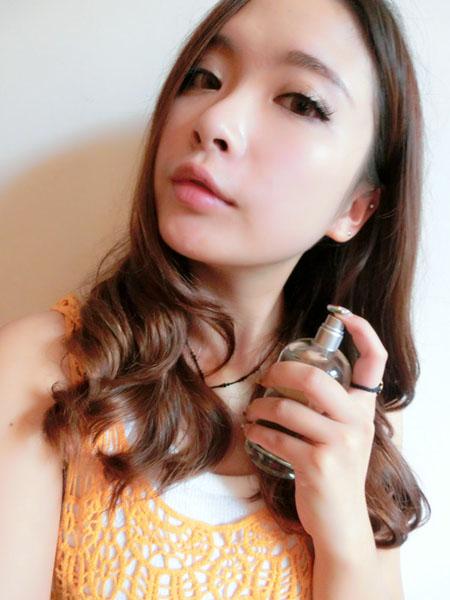 后颈部:如果是长发,可以用头发盖住避免紫外线的照射.-科颜氏果