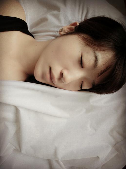 """敷上睡眠面膜,做个静谧甜美的""""睡美人"""""""