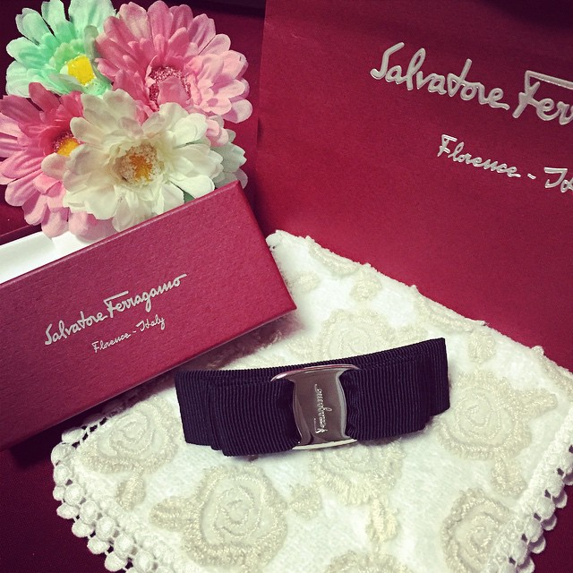 美物不停晒 Ferragamo、Longchamp、Burberry、Cartier