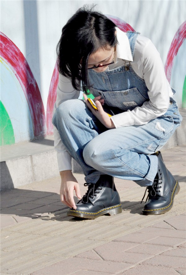 马丁靴X背带牛仔 减龄扮嫩so easy!#REVOLVE晒单#