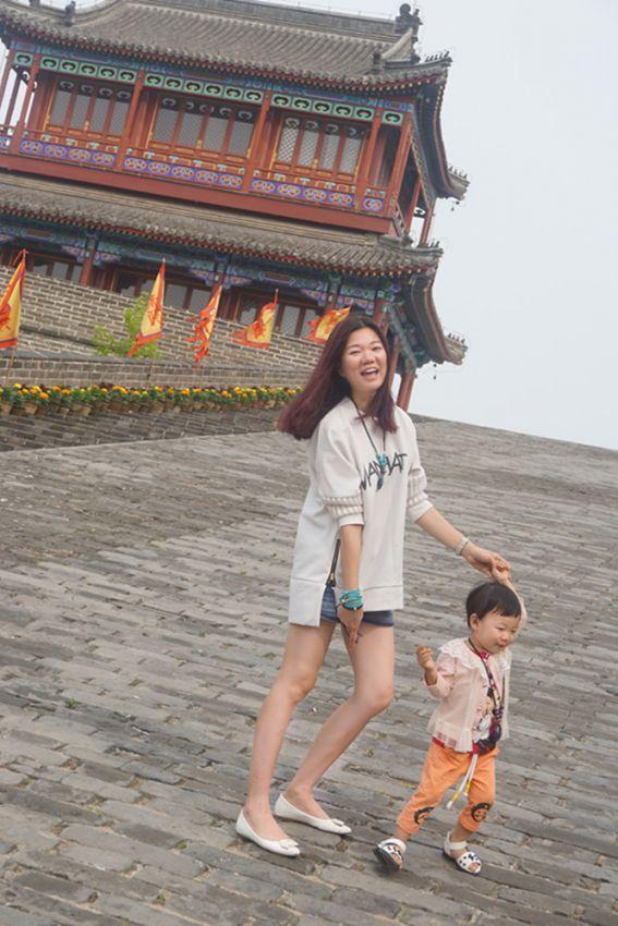 【会弹琴的C君】带妈妈去旅行の风吹过古城墙 有一种记忆叫做遗忘