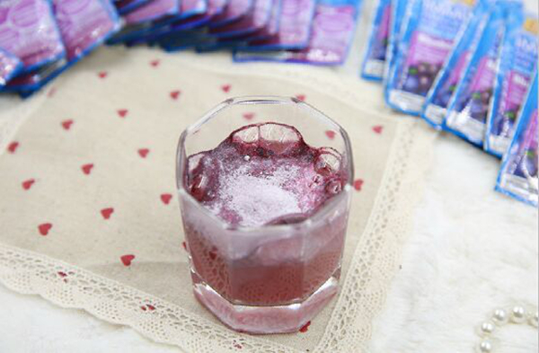 """这个新年我们喝点洋气哒,畅销全美的""""饮料界香槟""""来一杯!"""