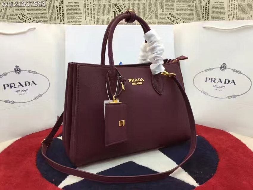 萝莉时尚汇集一身!版型超时尚大方Prada官网最新款式手袋