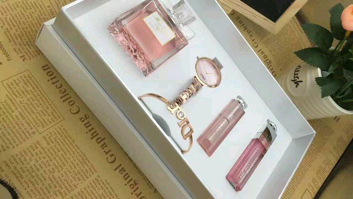 夏日里的轻奢,Dior闪钻手镯墨镜口红,超美项链,MK墨镜